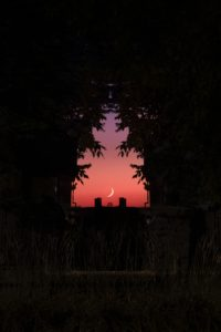 夜明けの三日月