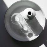 白い壺とコップの写真