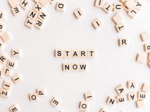 START NOWと文字ブロックで並べられた写真