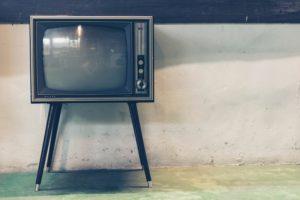 ブラウン管のテレビの写真