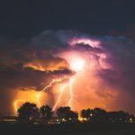 雷が落ちている写真